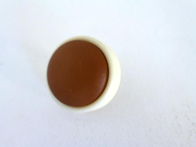 Brown and Cream 1960's button (no.00987)