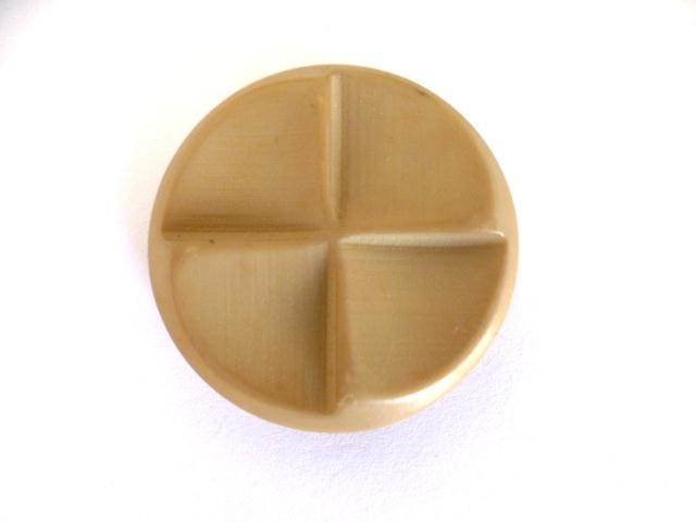 Beige Quartrefoil button (no. 01053)