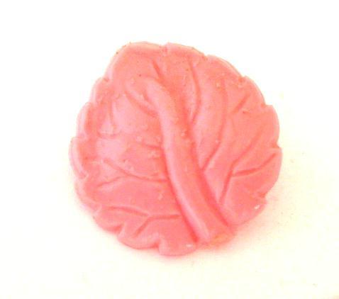 Shocking Pink Leaf button (no.00224)