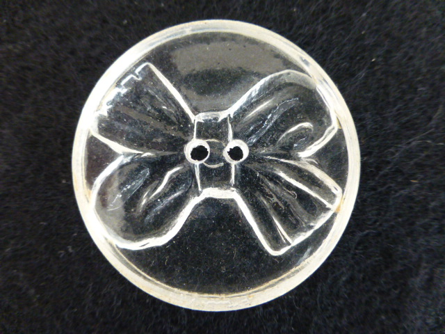 Large Lucite / Perspex Bow button (no.00213)