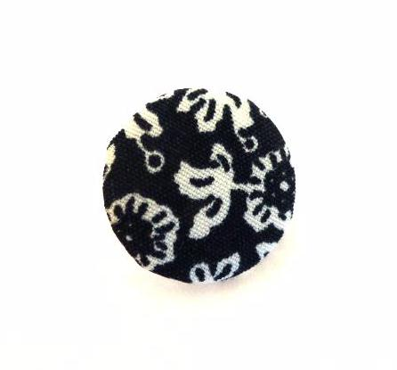 Black and White Floral button (no.00729)