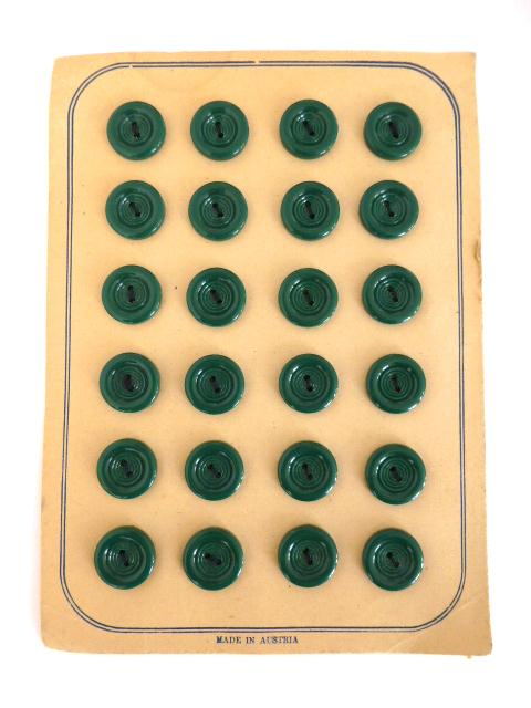 Card of 24 x Green 1940's Plastic buttons