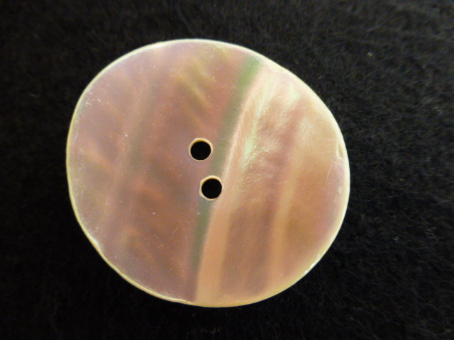 Cream Curve Mother-of Pearl button (no.00756)