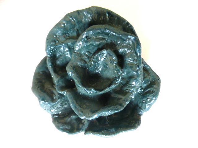 Giant Blue Rose button (no. 00857)